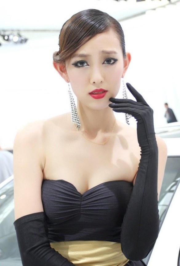 贵妇车模深V礼服扮演性感