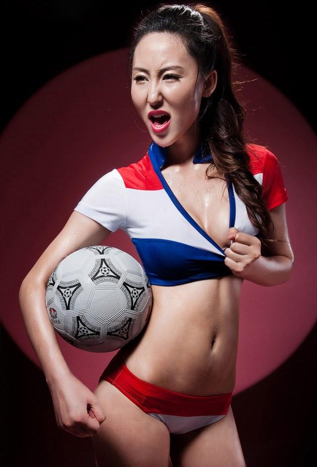 厦大校花苏珊娜变身足球
