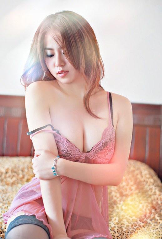 极品美女粉色性格睡衣图片