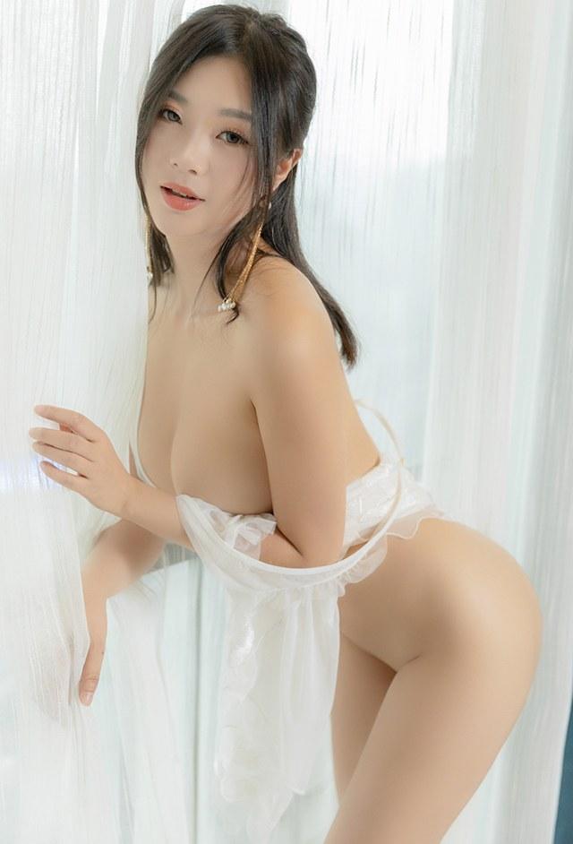 美艳人妻宋KiKi搔首弄姿令