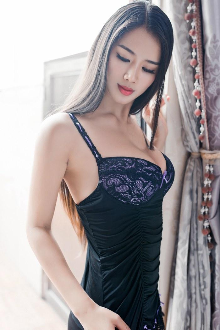 长发美人桃瓣儿翘高美臀诱惑你性感美图