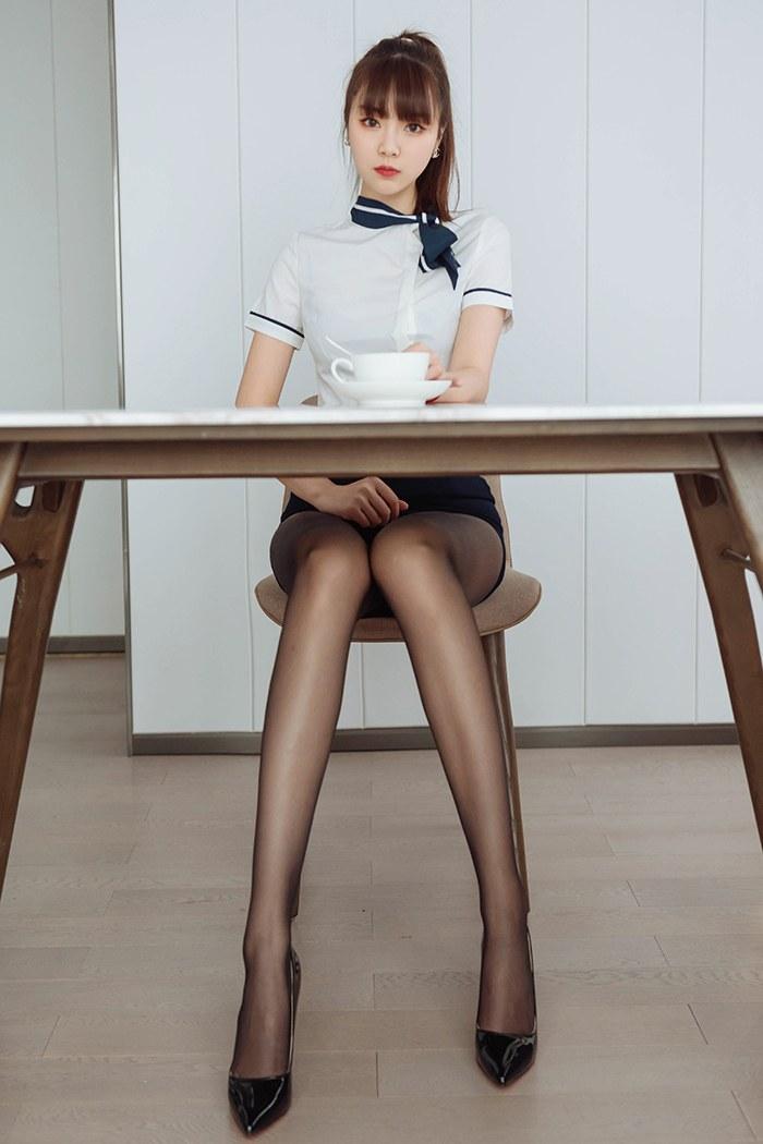 黑丝情人可乐蜜汁美腿丰臀勾人心魄美女