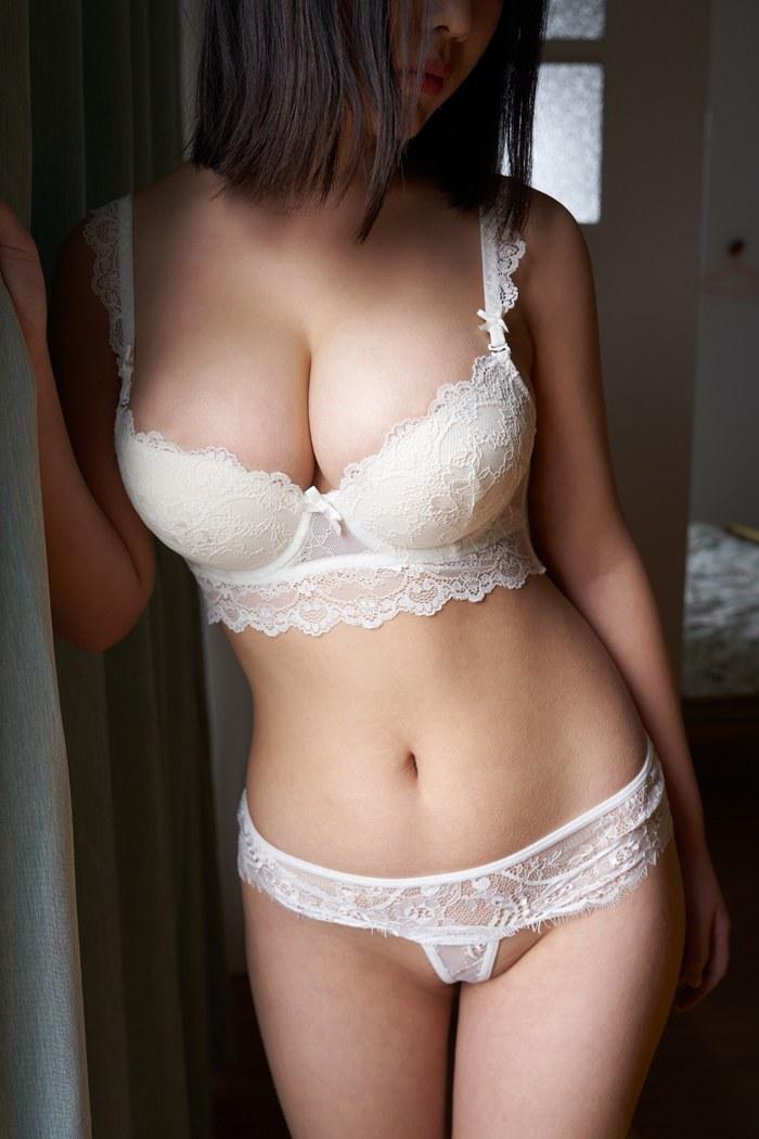 爆乳美少女伊莉美好身材一览无遗人体色